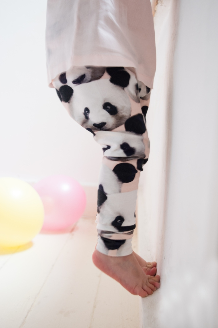DIY-PANDA-PRINT-TODDLER-LEGGINGS-3