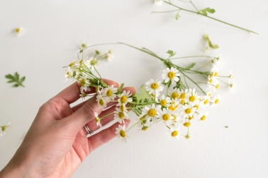 DIY-Fresh-Flower-Crown-6